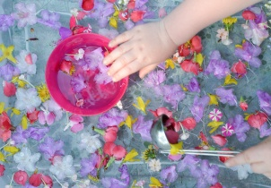 flower-sensory-bin-for-kids-2